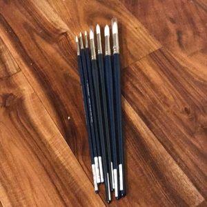 8 Grumbacher round paintbrushes
